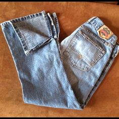 """""""LUCKY BRAND"""" CAPRIS JEANS Comfortable!!! Low rise and open on the sides at the bottom. Size 4/27 Lucky Brand Jeans"""
