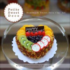 Miniatura de fruta fresca y imán de la torta de almendras -