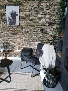 Outdoor Chairs, Outdoor Furniture, Outdoor Decor, Ny Loft, Room Decor, Wall Decor, Black Walls, Modern Industrial, Concrete Floors