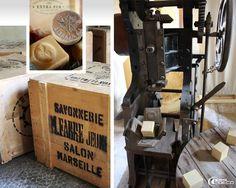 Caisse en bois estampillée Marius Fabre, ancienne machine à marquer les cubes de…