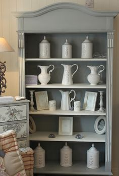 La Vie en Rose: Bookcase painted in Annie Sloan Chalk Paint - Paris Grey and Old White