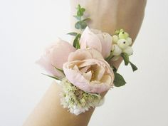 DIY Wrist Corsage | Thirty Day Dash | Wedding & Creative Services