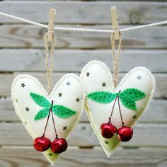Felt Christmas heart ornaments set  Set of 2 felt por LeopardValley