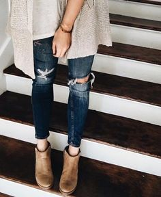 I'm so into ripped jeans at the moment!