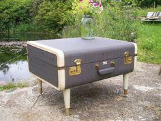 Vintage Upcycled Luggage Table   - Mesa reciclada a partir de maleta vintage