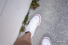 Πως θα κάνουμε λευκές τις σόλες των παπουτσιών που κιτρίνισαν Create Your Own Blog, 16 Year Old, Chuck Taylor Sneakers, Spice Things Up, Shoes, Barbecue, White Sneakers, I Want You, Salads