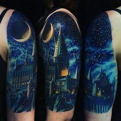 Harry potter hogwarts sleeve tattoo tattoo, night и harry po Hogwarts Tattoo, Magic Tattoo, Hp Tattoo, Raven Tattoo, Armband Tattoo, Tattoo Blog, Lord Voldemort, Tattoo Special, Burg Tattoo