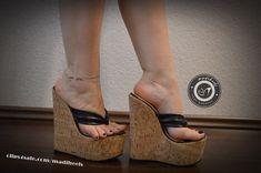 Women's Feet, Fashion Heels, Sexy Feet, Pretty Outfits, Platforms, Black Women, High Heels, Beautiful Women, Wedges