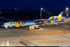 Boeing 777-381 aircraft picture