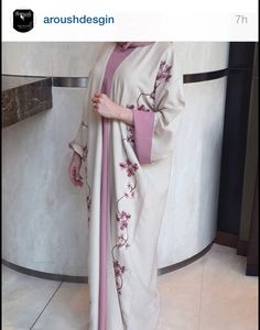 عباية Muslim Women Fashion, Arab Fashion, Modest Fashion, Fashion Dresses, Hijab Style Dress, Hijab Outfit, Abaya Style, Kaftan Abaya, Caftan Dress