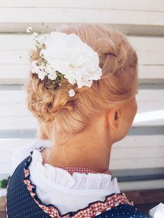Oktoberfest-themed wedding hairdo by Susanna Poméll / www.healthyhair.fi #healthyhairfinland #susannapomell