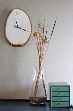 DIY this clock from a slice of wood. Simple, minimalist, beautiful decor for the home.