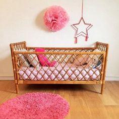 lit-bebe-enfant-rotin-vintage décoration pour enfant