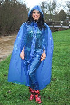 7593d94eea475ed0c78e406cbb9af9a5--plastic-raincoat-pvc-raincoat.jpg (236×354)