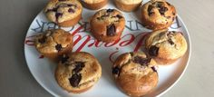 Een lekker koolhydraatarm snack of nagerecht, vanille blauwe bessen muffins. Deze heerlijke blauwe bessen muffins hebben een lekkere zoete en nootachtige smaak door de amandelmeel. Met dit recept kan je ongeveer 12 grote muffins bakken.