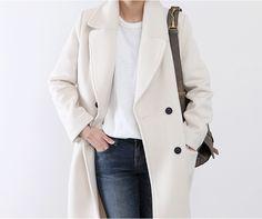 Белое прямое пальто. White coat, parisian chic