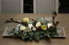 Home Life - Workshops Rustic Christmas, Christmas Diy, Christmas Wreaths, Christmas Ornaments, Christmas Flower Arrangements, Floral Arrangements, Art Floral Noel, Deco Table Noel, Magnolia Wreath
