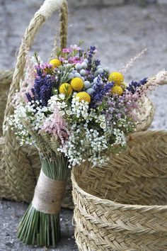 35 Rustic Wedding Decorations You Must Have A Look---wedding bouquet with baby breath Golden bulb and lavender diy bridal bouquets Bridal Flowers, Flower Bouquet Wedding, Floral Wedding, Yellow Wedding, Wedding Bride, Fall Wedding, Bodas Boho Chic, Lavender Bouquet, Rustic Wedding Decorations