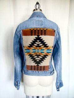 I just need pendelton in my life Western Outfits, Western Wear, Denim Vintage, Pendleton Jacket, Pendleton Wool, Native American Fashion, Cowgirl Style, Refashion, Passion For Fashion