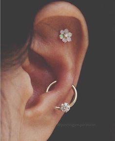 Piercing Conch Orelha Ideas For 2019 Geode Jewelry, Ear Jewelry, Cute Jewelry, Jewelry Accessories, Jewellery, Diamond Jewelry, Ear Piercing For Women, Cute Ear Piercings, Piercings Lindos