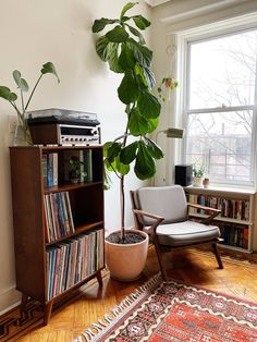Check out this Minimalist, Vintage, Modern Small/Cool Space Room Decor Bedroom, Living Room Decor, Vintage Room, Home Vintage, Vintage Modern Living Room, Modern Vintage Decor, Retro Living Rooms, Appartement Design, Apartment Living