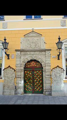 Tallinn, Port/ Nice lit doorway