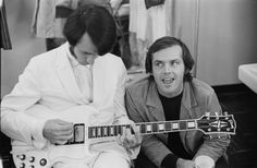 Michael Nesmith (The Monkees) and Jack Nicholson backstage in 1968 http://ift.tt/2f0QDBJ