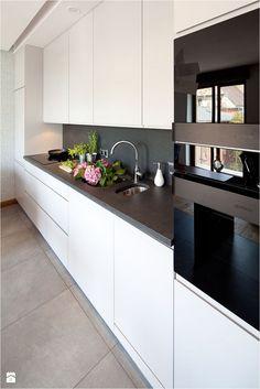 Nowoczesny apartament - Średnia otwarta kuchnia jednorzędowa w aneksie, styl nowoczesny - zdjęcie od Maria Jachalska