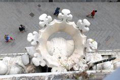 #Genova Palazzo Tursi, cadono calcinacci dallo stemma