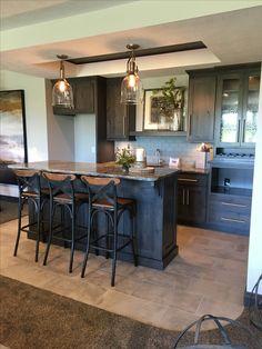 Beautiful basement bar table ideas to inspire you basement kitchenette, wet Kitchen Remodel, Home Remodeling, Diy Home Bar, Bar Pendant Lights, Wet Bar Basement, Bars For Home, Basement Kitchenette, Basement Design