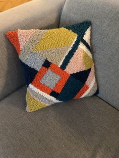 Punch needle Geometric Pillow - Rug Making Pillow Embroidery, Punch Needle Patterns, Penny Rugs, Geometric Pillow, Rug Hooking, Weaving, Throw Pillows, Crafty, Crochet