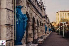 Über dem Stadtparksteg gelangt man zum Wienfluss, der den Stadtpark in zwei Hälften teilt. Das Wienflussportal wurde im Jugendstil im Jahre 1906 gestaltet. Entlang der Promenade am linken Flussufer findet man sechs rekonstruierte Vasen, die besondere Schmuckstücke sind. Osaka Japan, Franz Lehar, Parks, Havana Cuba, Italian Renaissance, Urban Park, Recovery, Vases, Parkas