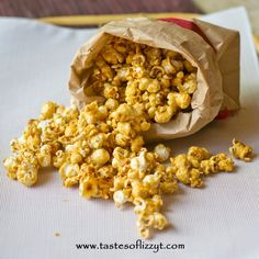Melt-In-Your-Mouth Caramel Corn...our must-have vacation snack food! Caramel Corn Recipes, Popcorn Recipes, Snack Recipes, Dessert Recipes, Sweet Popcorn, Best Appetizers, Sweet Recipes, Easy Recipes, Delicious Desserts