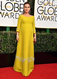 Pregnant Natalie Portman channeled Jackie Kennedy in this eye-catching mustard yellow gown with intricate white embroidery. Yellow Wedding Dress, Yellow Dress Summer, Yellow Gown, Wedding Dresses, Jackie Kennedy, Maternity Gowns, Maternity Fashion, Hijab Fashion, Fashion Dresses