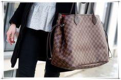 Louis Vuitton Neverfull Damier Ebene, ripped jeans, fur, converse!