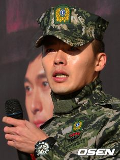 Hyun Bin discharged from military + sheds tears as he discusses acting Asian Celebrities, Asian Actors, Korean Actors, Korean Star, Korean Men, Asian Men, Drama Korea, Korean Drama, Lee Minh Ho
