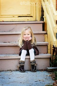 Simple yet beautiful pose! Simple yet beautiful pose! Little Girl Photography, Children Photography Poses, Family Photography, Children Poses, Young Children, Indoor Photography, Newborn Photography, Girl Photo Shoots, Girl Photos