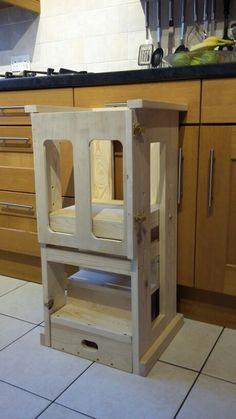 Toddler helper tower for kitchen or workshop. The steps slide out and the door… Woodworking For Kids, Woodworking Projects, Toddler Slide, Diy Kids Kitchen, Kids Stool, Step Stools, Adjustable Stool, Kitchen Helper, Kitchen Stools