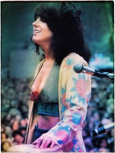 Wild, wild Grace Slick, singer for the Jefferson Airplane. More Nude Celebrities: Playboy: The Celebrities (bo. Liam Hemsworth Wife, Woodstock Pictures, Rock And Roll History, Woodstock Festival, Grace Slick, Jefferson Airplane, Estilo Hippy, Linda Ronstadt, Women Of Rock