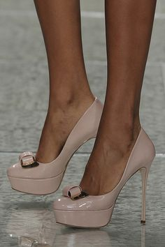 Sapatos para noivas de Luís Onofre 2014. #casamento #sapatosdenoiva #nude #noivas #LuisOnofre #PortugalFashion