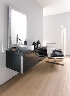 The Starck 1 series by Duravit contains a product range of modern classics. Fine design and timeless elegance - designed by Philippe Starck. Philippe Starck, Duravit, Dream Bathrooms, Amazing Bathrooms, Luxury Bathrooms, Bathroom Trends, Modern Bathroom, Elle Decor, Bathroom Furniture Design