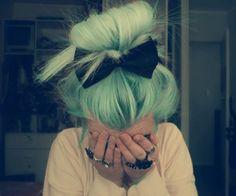 Blaues Haar.