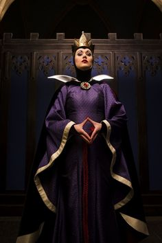 """This week in """"Villain's Gallery,"""" we're taking an up-close look at the Wicked Queen from the 1937 film, """"Snow White and the Seven Dwarfs."""" When it comes to Disney history, the Wicked Queen is incredibly important! She was the first Disney All Disney Villains, Disney Villain Costumes, Disney Face Characters, Disney Movies, Disney Cosplay, Evil Queen Costume, Villains Party, Divas, Snow White Evil Queen"""