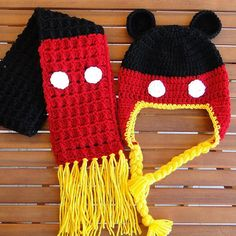 Mickey Mouse Beanie with Earflaps pattern. I need to find someone who can crochet! Crochet Kids Hats, Crochet Mittens, Crochet Beanie, Cute Crochet, Crochet Crafts, Crochet Hooks, Knitted Hats, Knit Crochet, Earflap Beanie