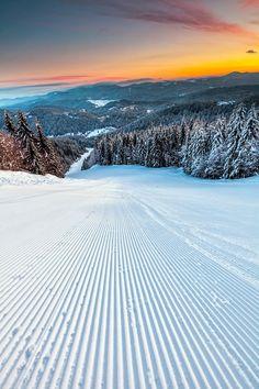 Kuva Pamporovo talviurheilukeskuksesta. Suosittu hiihtokeskus Etelä-Bulgariassa.