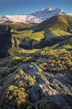 Monte Perdido, otra de mis montañas preferidas. He subido en verano y en invierno. El vigilante de Ordesa.   Pirineos, Spain
