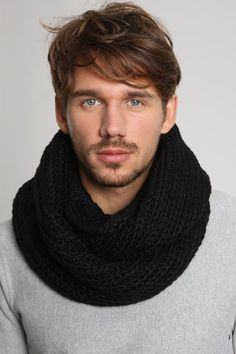 If I could knit, I'd make myself en eternity scarf. Mens Infinity Scarf, Men Scarf, Crochet Men, Very Short Hair, Diy For Men, Gq Style, Circle Scarf, Mode Masculine, Knitting Accessories