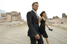 'Quantum of Solace' starring Daniel Craig as James Bond and Olga Kurylenko as Camille. James Bond Suit, James Bond Skyfall, James Bond Girls, Bond Suits, James Bond Movies, Olga Kurylenko, Rachel Weisz, Marc Forster, Daniel Craig James Bond
