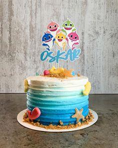 """Matblogg • Oppskrifter • Kaker on Instagram: """"Juhu! Jeg har laget mine første glutenfrie sjokoladekaker! Vi fikk besøk av en som ikke tåler gluten eller laktose og jeg ville lage kaker…"""" Birthday Cake, Desserts, Food, Cake Ideas, Tailgate Desserts, Deserts, Birthday Cakes, Essen, Postres"""