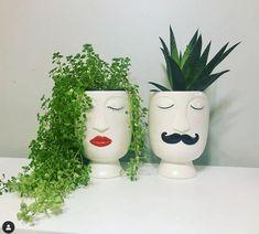 Diy flower pots - 25 Creative DIY ideas with beautiful pots to welcome Spring – Diy flower pots Face Planters, Diy Planters, Garden Planters, Painted Flower Pots, Painted Pots, Garden Crafts, Garden Art, Garden Ideas, Diy Flowers